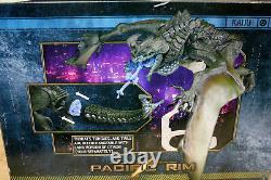 NECA Pacific Rim Kaiju Otachi Legendary Flying Version (2015) New in Damaged box
